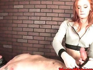 Domina, Sommersprossig, Handjob, Hd, Massage, Gefesselt,